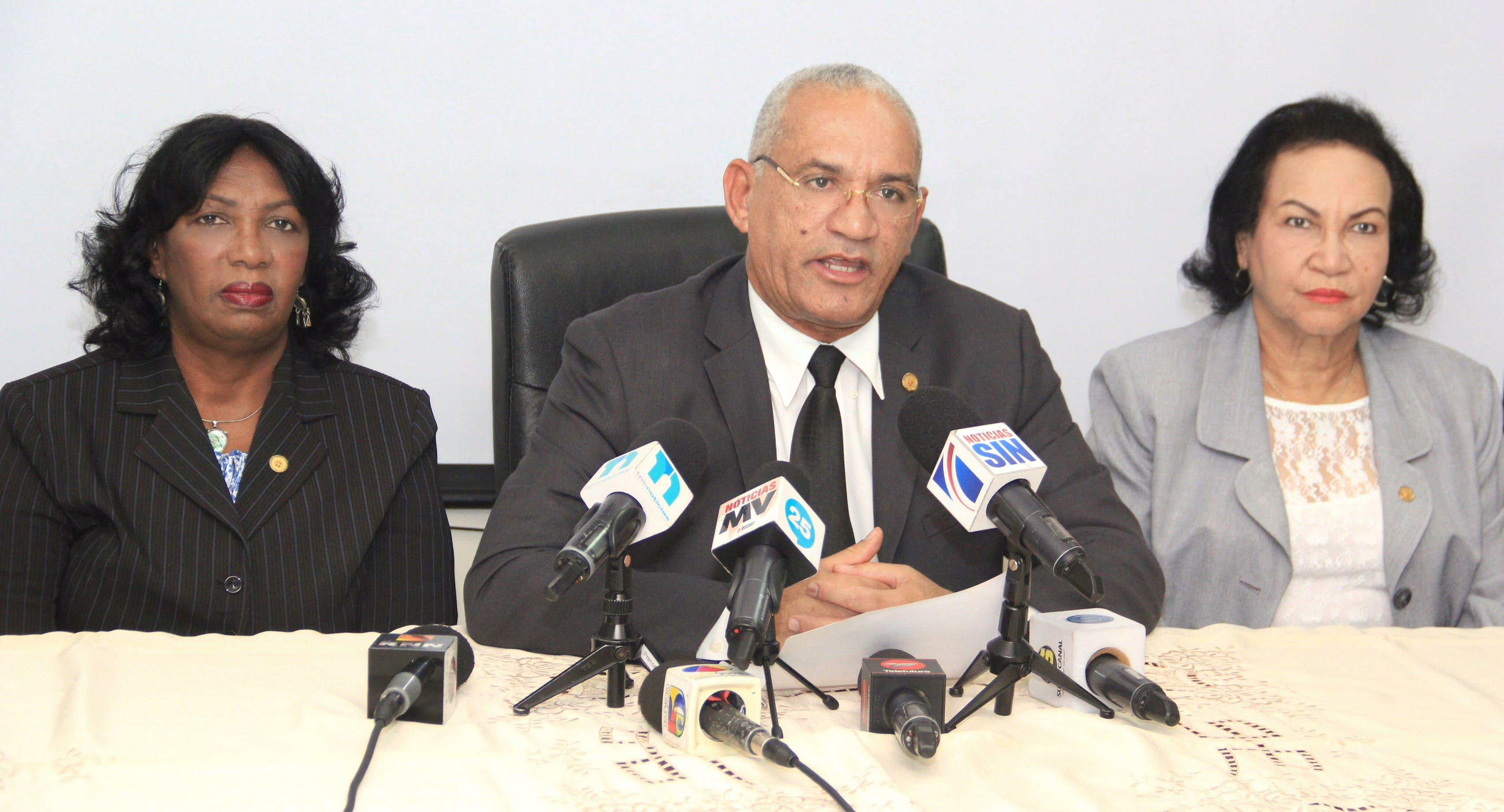 Colegio Notarios dice Suprema le quiere despojar de recursos junto a cabildos y otras instituciones