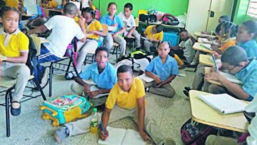 Estudiantes  escuela Virginia Ortea se preguntan: ¿los pupitres pa' cuándo?