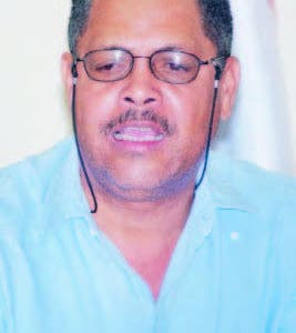Luis Carvajal reitera terminal requiere de licencia