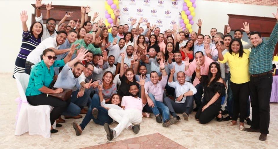 «Políticos con Futuro» celebran su primer año a ritmo de merengue de Kinito Méndez