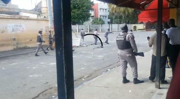 VIDEO: Hieren segundo teniente de la Policía en medio de disturbios en la UASD