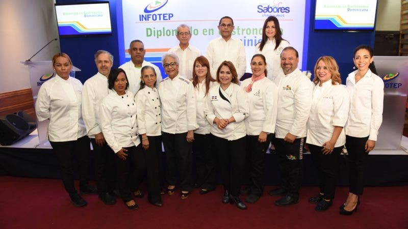 Rafael Ovalles%2c Bolívar Troncoso y Laura Rizek junto a chefs que impartirán el diplomado