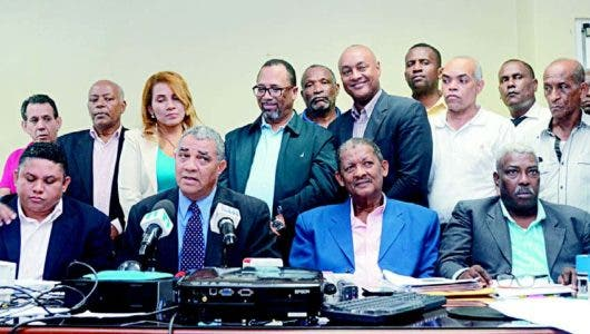 Guante va delante elecciones ADP con 55% votos  computados