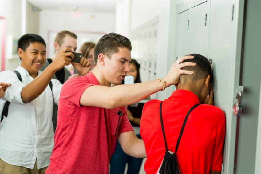 Psicólogos instan a no restar importancia al acoso escolar por sus daños devastadores