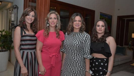 Yanina Estevez, Vilma de Díaz, Alba Luz de Abreu y Karla Abreu