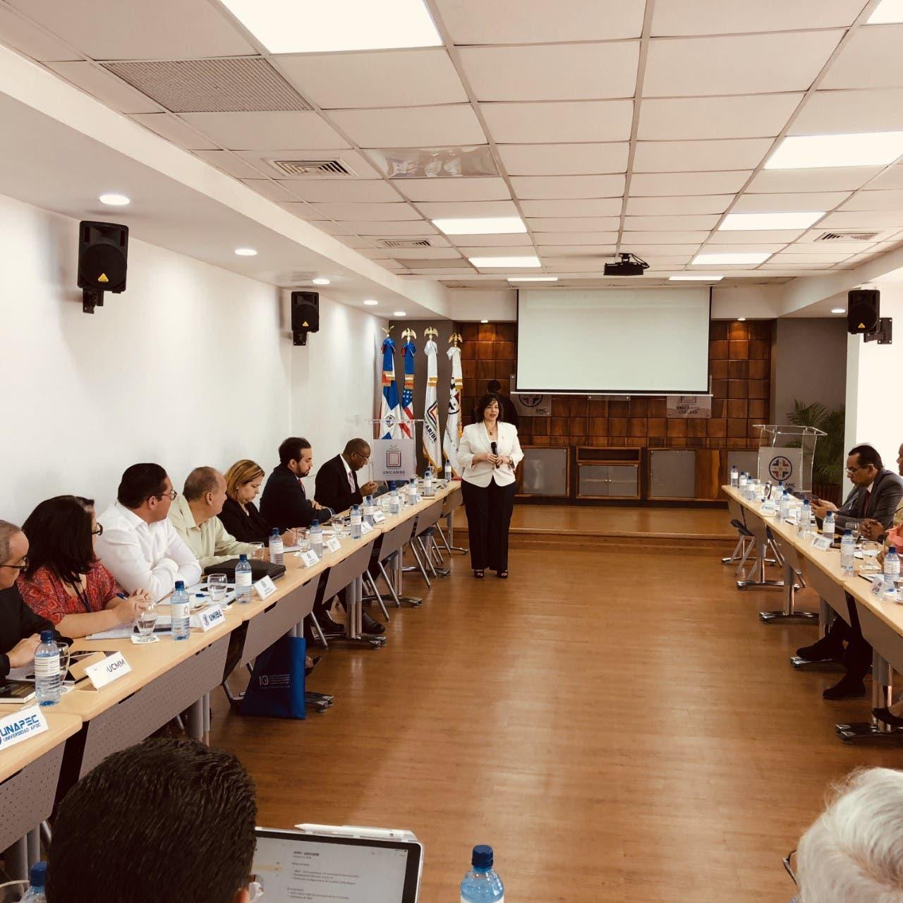 Guzmán hace llamado a las universidades a formar en materia de contrataciones públicas