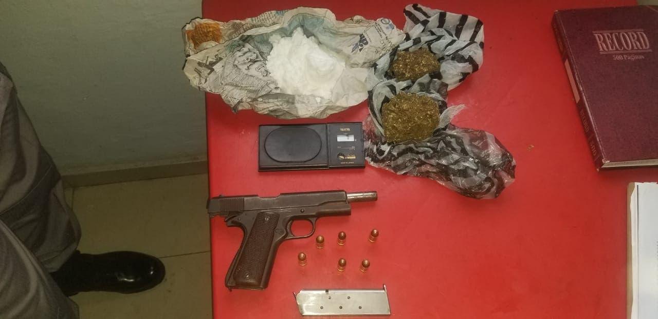 La Policía decomisa armas blancas y de fuego en operativos