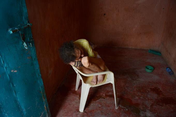 Video: Rivera, la anciana que fue abandona por su hijo en una habitación que lo único que tiene es un silla plástica