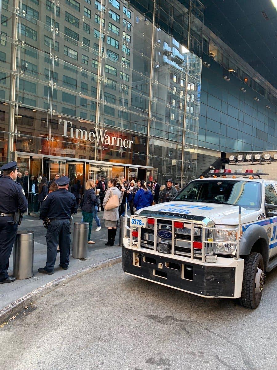 Nueva York: Desalojan edificio Time Warner por paquete sospechoso