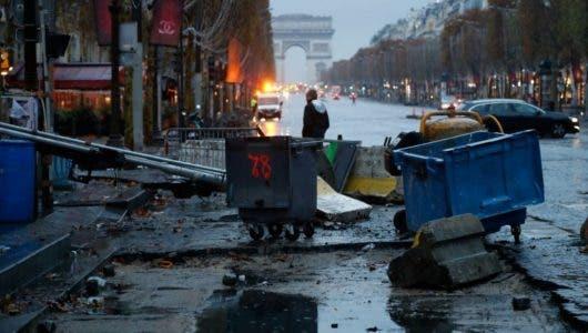 """Tras la protesta de """"chalecos amarillos"""" en Francia, se esperan medidas de Macron"""