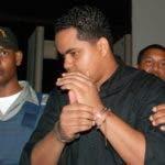 El País/ Pedro Alejandro Castillo, ( Quirinito ) es conducido a una celda de la fiscalía por medida de precaución. Hoy/ José N Marte.