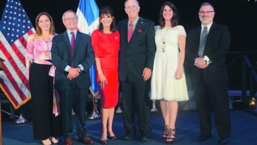 Embajadora de los EE.UU. recibe misión comercial