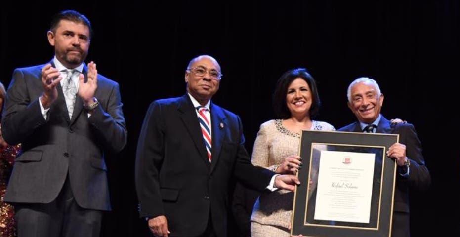 Gala por la Constitución honra a Rafael Solano