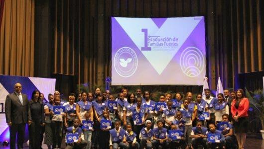 Consejo Nacional de Drogas y Children International entregan acreditación