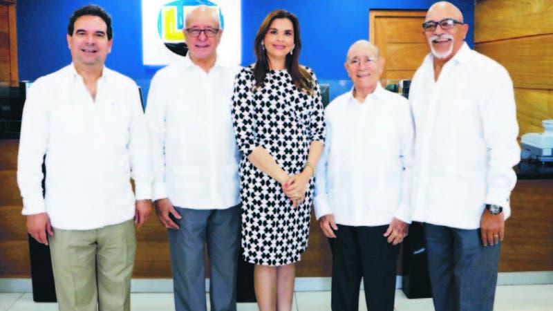 La Nacional realiza bendición por remodelación de Sucursal