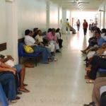 Centro Oftarmologico y Cardiorenal del hospital Luis E. Aybar.   En foto  pacientes en el viejo hospital a la espera de ser atendidos en los pasillos centro hospitalario,    El Morgan,  Santo Domingo.  Hoy/27/11/07.   Juan Faña.