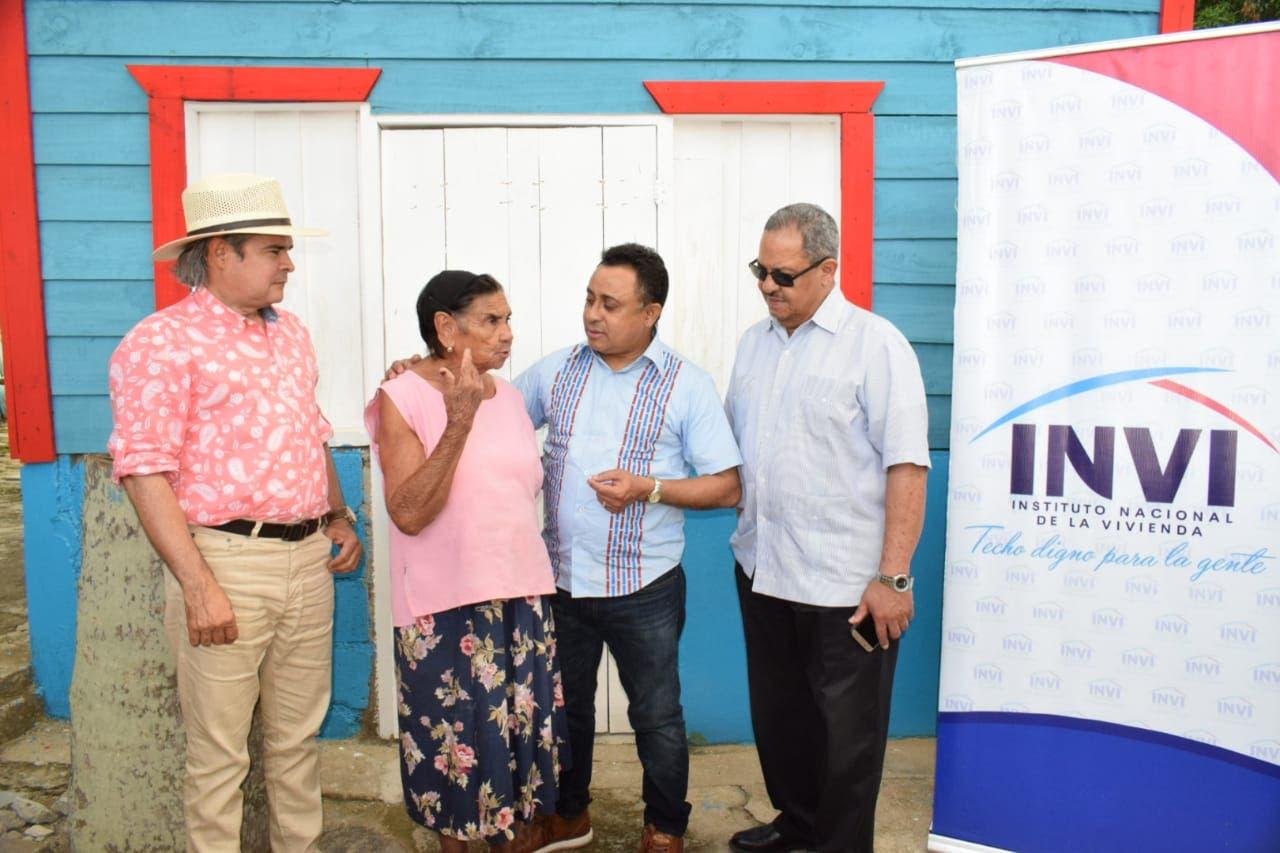 INVI entrega 15 viviendas a afectados por tornado en Monción, Santiago Rodríguez