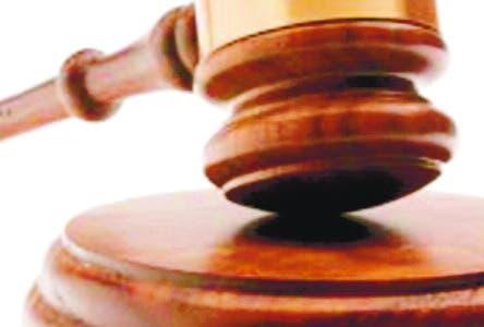 Tres meses de prisión abogado acusado  violación