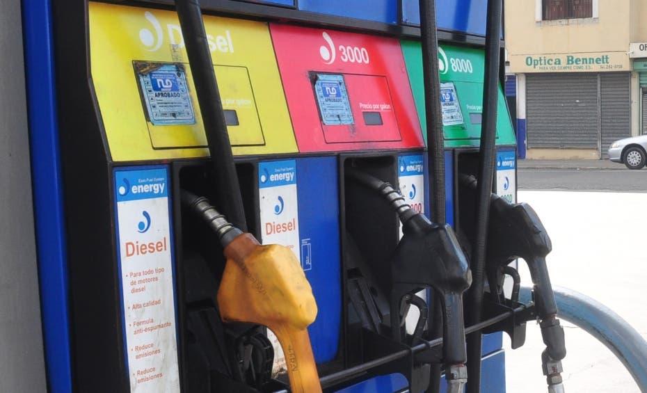 Precios de los combustibles bajan entre RD$1.96 y RD$4.00
