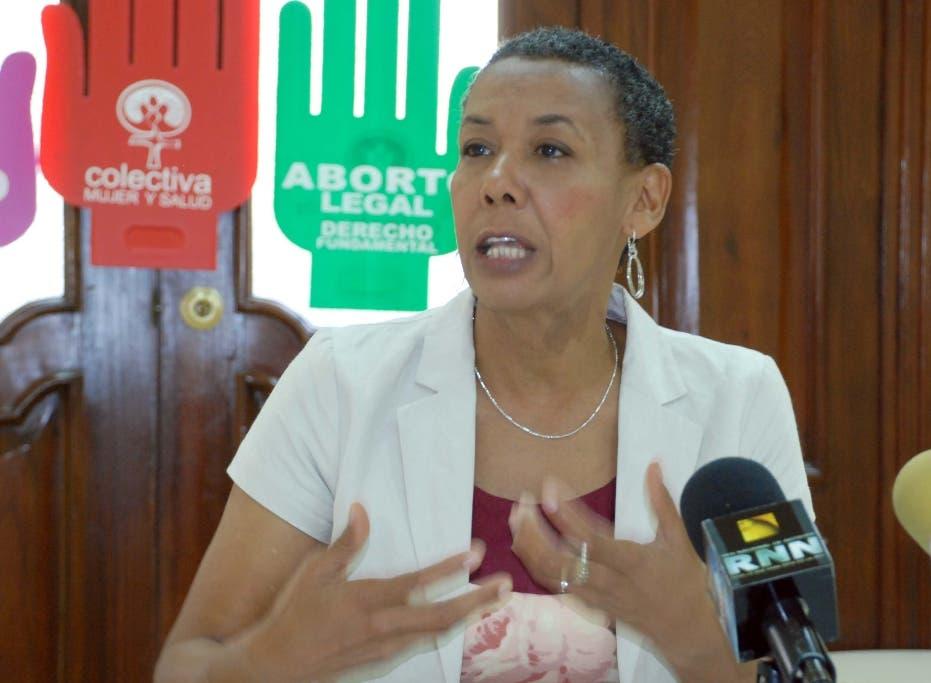 El País. Sergia Galván, en rueda de prensa para hablar sobre la reforma a la constitución y aborto. Hoy/ Jorge González. 16.04.2009