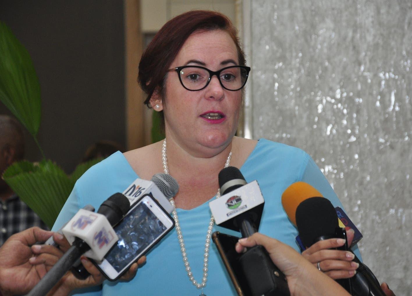 """Janet Camilo: """"la mujer no tiene que participar en la política e irse. Se debe crear la cultura de la democracia paritaria»"""