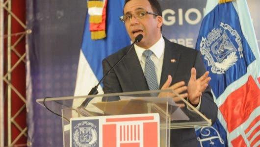 Navarro    desea tratar agenda sector educación con presidenta de la ADP