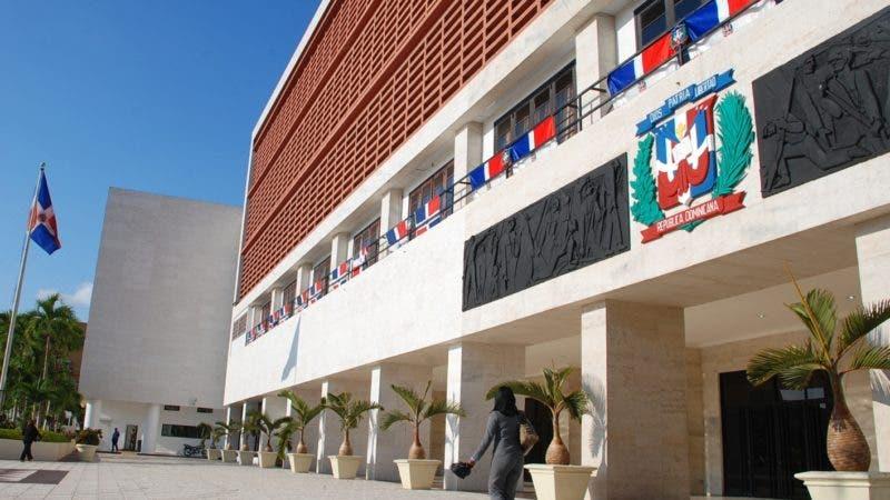 el pais. fachada del congreso nacional. manelik balcacer. 22-02-10