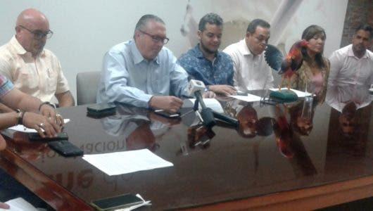 Avicultores piden intervención Danilo Medina evitar colapso