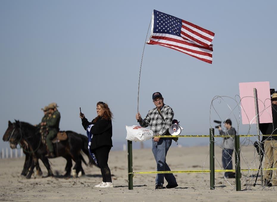 Migrantes comienzan a concentrarse a las puertas de EEUU