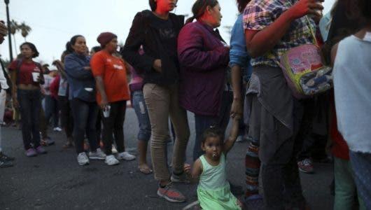 Trump defiende restricciones al asilo para grupo de migrantes