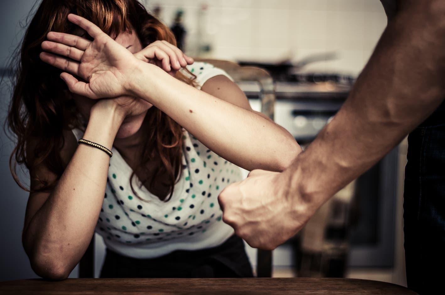 Una mujer pide ayuda para volver a escuchar
