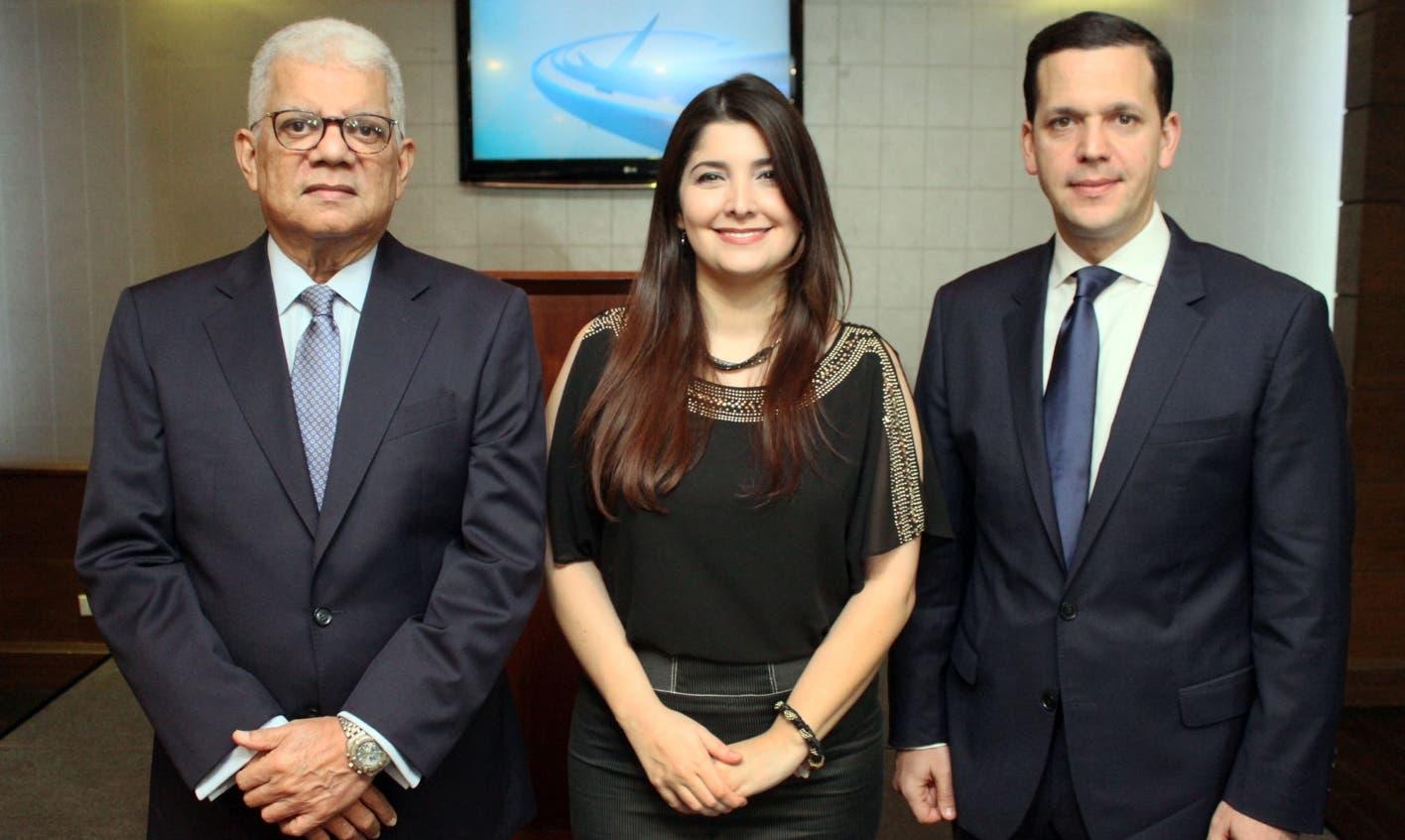 Los  periodistas Leila Mejía y Miguel Guerrero ofrecieron un coctel en Cava Alta a donde anunciaron su programa de televisión diario matutino, Conexión 32, que se difunde a través  en VTV, canal 32 a las 6:00 de la mañana de lunes a viernes.
