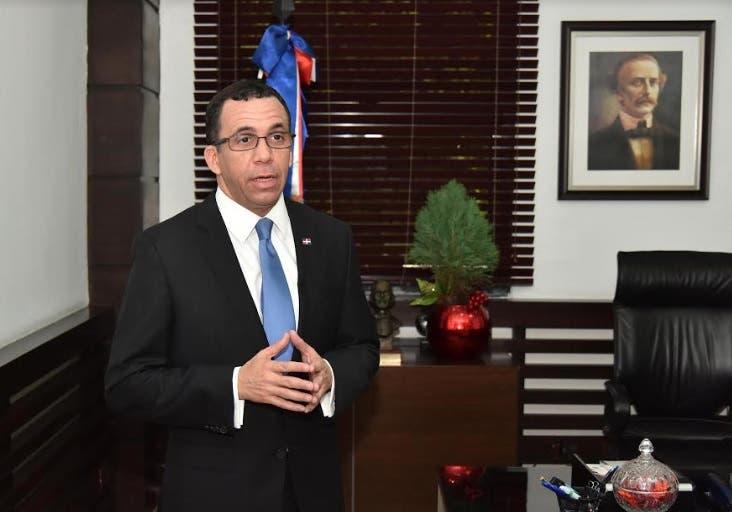 Navarro felicita a la comunidad educativa por 84 aniversario de fundación de la institución