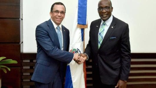 Andrés Navarro y su homólogo de Jamaica Ruel Read tratan sobre Jornada Escolar Extendida