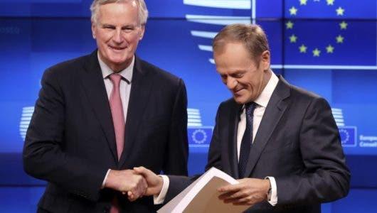 Dos ministros británicos renuncian por su oposición al acuerdo para el Brexit alcanzado entre Theresa May y la UE