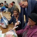 Cónsul RD-NY entrega pavos a dominicanos
