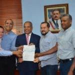 Parte de los integrantes de la nueva Junta Directiva de ASOCARNE, encabezada por su presidente  Enrique de Castro