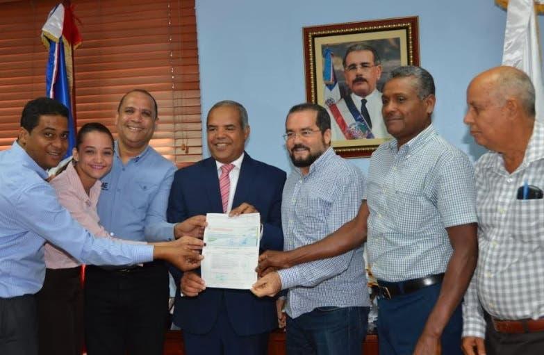 FEDA dice respalda con más de RD$31 millones a productores clúster de zapotes