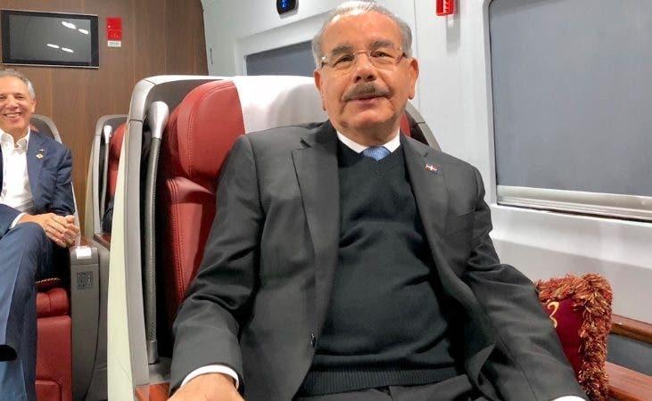 Danilo Medina en tren