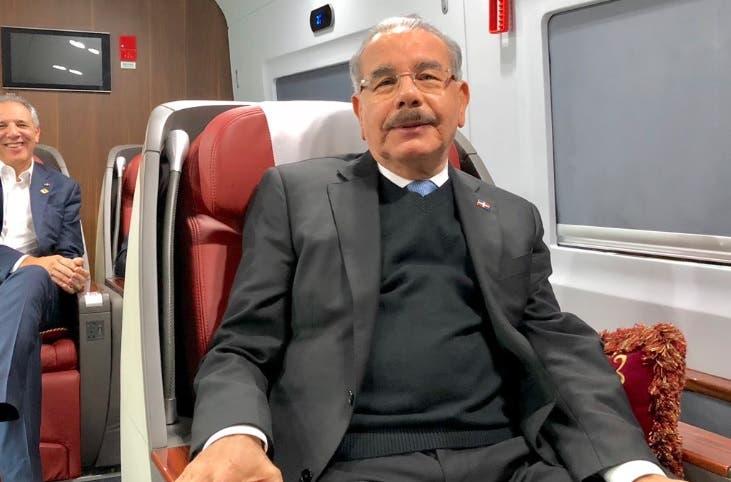 VIDEO: Así fue recibido Danilo Medina en Shanghái tras 4 horas de viaje en tren alta velocidad
