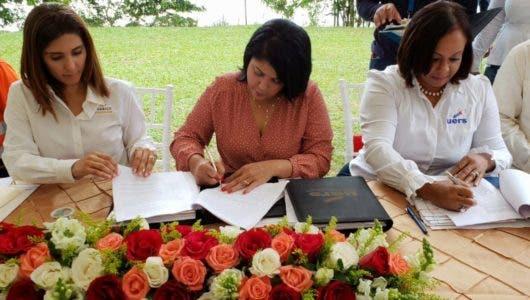 Barrick y alcaldía de Cotuí firman acuerdo para electrificar comunidades con inversión de más de 11 millones de pesos