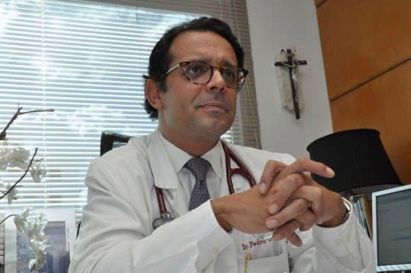 Doctor Ureña advierte: En Villa Juana hay 95 casos positivos; una persona puede contagiar 8