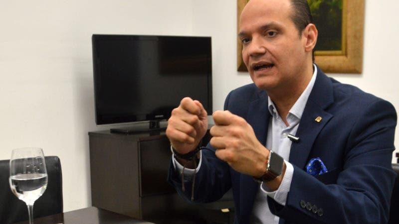 Entrevista al señor Ramfis Domínguez Trujillo candidato a presidente de la República por el partido PDI, durante una visita a la redacción al periódico Hoy. Foto/ Napoleón Marte .