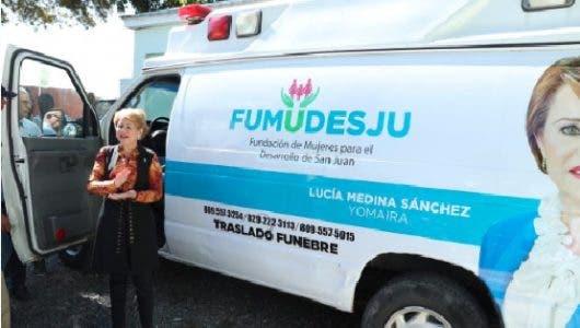 Lucía Medina dona ambulancia fúnebre a San Juan