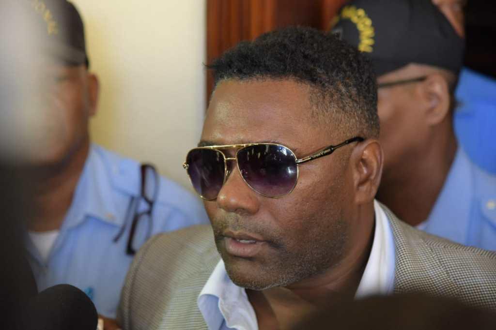 Casi llorando, Miguel Tejada asegura que no entregó cheques sin fondos; juez lo condena al pago de más de un millón