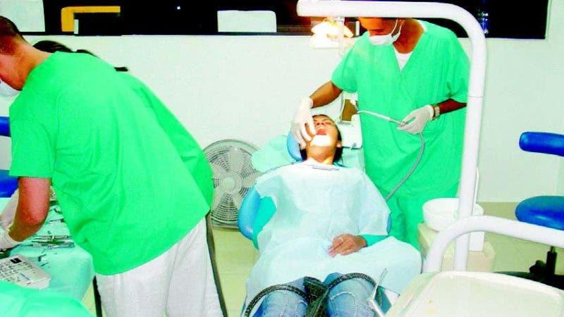 Muchas perosnas incluso adultas le temen al dentista.
