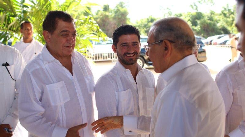 Saludos del Presidente Danilo Medina%2c José Chapur y Gibran Chapur