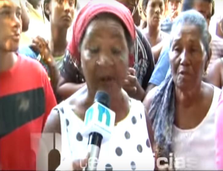 Video: Mujer muere y familiares se resisten a sepultarla, aseguran que se mueve y abre los ojos