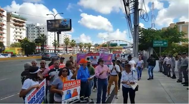 Video: «No a la mafia de los combustibles», protestan frente a Industria y Comercio