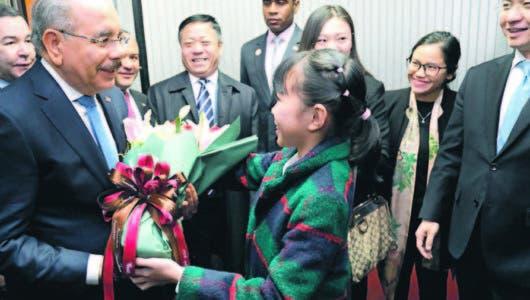 Presidente llega a China para reunirse con su homólogo